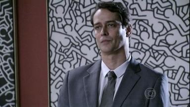 Eron avisa a Niko que vai tirar Fabrício dele - O advogado diz que se precipitou ao entregar o bebê para o ex-companheiro. Perplexo, Niko expulsa Eron de sua casa