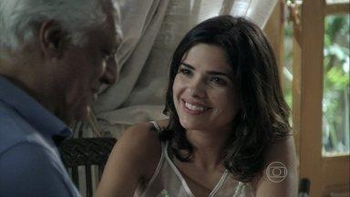 Aline insiste que Ciça tire dois dias de folga - César concorda com a esposa. A enfermeira decide visitar Paulinha