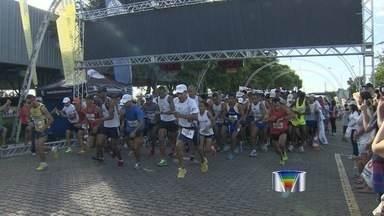 Atletas participam de prova de corrida em São José dos Campos - Último dia do ano foi de conquistas e superação para amadores e profissionais em São José dos Campos.