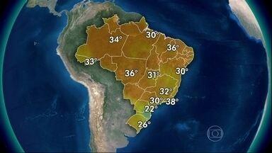 Calor e chuva são previstos em grande parte do Brasil - Uma frente fria deixa as nuvens carregadas no Sul. O dia será fechado e chuvoso em Santa Catarina e no Paraná. Entre o Acre e o Maranhão, as pancadas de chuva vêm com força.