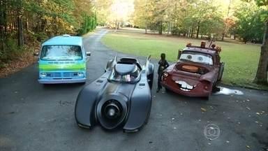 Colecionador faz réplicas de carros de cinema - Americano tem o 'Batmóvel', 'The Mistery Machine', o 'Herbie' e até o 'Mate', de 'Carros', no jardim de casa.