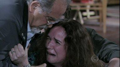 Neide se desespera ao saber da morte de Leila - Linda não compreende o que está acontecendo