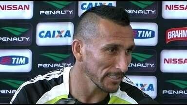 Com muitos estrangeiros no elenco, Vasco terá apenas Guiñazu na estreia do Estadual - Martín Silva e Aranda ainda não estão regularizados.
