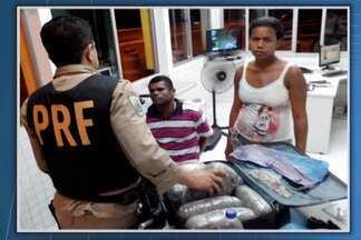 Casal é preso transportando 10kg de maconha em ônibus que viajava na BR-407 - Durante a fiscalização o homem tentou engolir o tíquete da bagagem, para despistar os agentes, mas se enganou e acabou mastigando o papel errado.