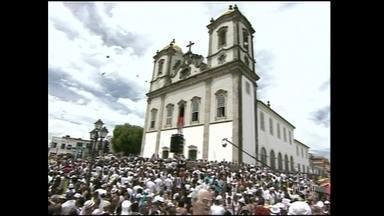 Lavagem do Bonfim completa 260 anos - A igreja em Salvador está tomada por uma multidão vestida de branco. Baianos e turistas homenageiam Nosso Senhor do Bonfim, em uma das mais tradicionais festas do estado.