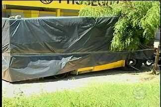 Carro-forte é atacado no interior de Petrolina - A quadrilha era formada por 15 pessoas, que após a abordagem incendiaram o veículo.