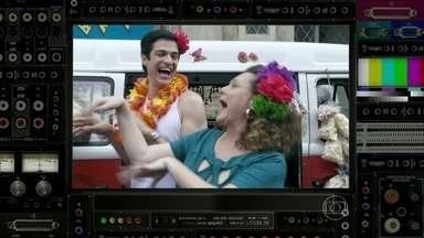 Félix é julgado por mais um crime: usar flor no cabelo - Regina Martelli fala sobre flores do Félix que não são estilosas