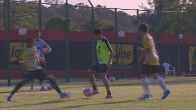 Neto Baiano retorna e treina com elenco do Sport - Atacante renova contrato com o clube