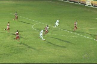 Sousa vence o Auto Esporte no Marizão e assume a liderança do Paraibano - Mesmo com um a menos desde o primeiro tempo, o Dinossauro fez valer o mando de campo e bateu o Alvirrubro por 2 a 0.