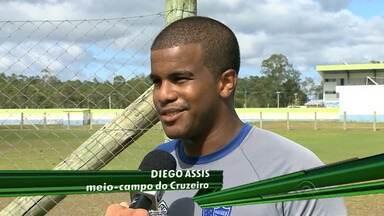 Cruzeiro de Porto Alegre se prepara para a disputa do Gauchão - Clube aposta em Diego, sobrinho de Ronaldinho Gaúcho, para o campeonato.