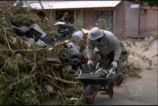 Flagrante de entulho no meio de rua da área central de Santarém - A Secretaria Municipal de Infraestrutura alega que é responsável apenas por coleta de lixo domiciliar.