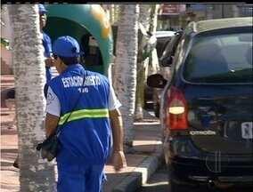 Estacionamento rotativo de Cabo Frio, RJ, volta a operar com mudanças - Carros com placas da cidade têm duas horas de tolerância.Município adotou dois tipos de cobrança para diferentes pontos da cidade.