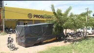 Grupo de assaltantes ataca carro-forte no Sertão e leva mais de R$ 1 milhão - Em nota, a empresa de segurança negou que os ladrões tenham levado dinheiro.