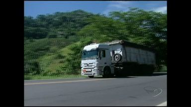 Caminhão roubado é rastreado por polícia de Cachoeiro, Sul do ES - O roubo foi registrado na noite de ontem, na BR-101. Segundo a polícia, foi o quinto roubo somente nessa semana.