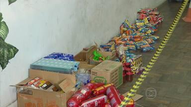 Polícia prende três pessoas que vendiam alimentos impróprios para consumo - Eles comercializavam os produtos no Mercado de São José, no Recife.