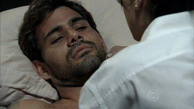 Ninho decide procurar Paulinha - Aline orienta o amante a contar para a menina que ele vai para o Peru