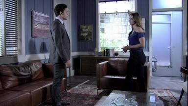 Rafael pede a ajuda a Paloma para permanecer perto de Linda - A médica promete tentar e o convida para uma reunião em sua casa