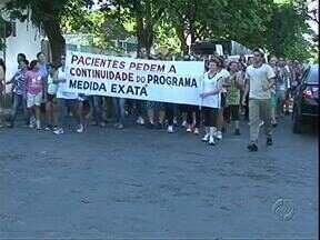 Paciente pedem continuidade de programa de saúde no Noroeste - Participantes do programa medida exata protestaram para pedir que o projeto continue a atender moradores de Paranavaí e região.