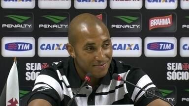 Reginaldo mostra confiança e quer fazer história no ataque do Vasco - Atacante famoso na Itália se mostra mais adaptado ao futebol brasileiro.