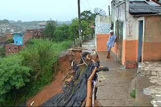 Risco de deslizamento de terra é grande em vários pontos de Ilhéus - Em vários bairros os moradores estão com medo, mas a maioria não tem para onde ir.