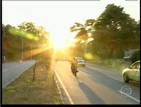 Dirigir pela manhã ou ao entardecer gera dificuldade de visão aos motoristas - Fenômeno chamado de 'lusco-fusco' atrapalha visão.