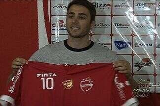 Netinho se apresenta ao Vila Nova - Meia de 29 anos chega para se recuperar no clube e assina até o fim do Campeonato Goiano.