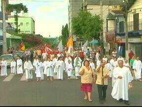 Demostrações de fé marcam o último dia da Festa de São Sebastião Mártir - Milhares de pessoas acompanharam a missa campal e a procissão em Venâncio Aires, RS.