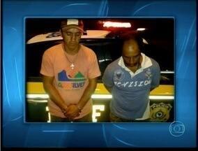 Dois homens são presos com kombi clonada transportando bezzerros em Juiz de Fora - Dentro do veículo eram tranportados cinco animais.