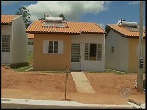 Famílias comemoram mudança de favela para casas próprias em Marília - Em Marília (SP), muitas pessoas felizes com a mudança para um núcleo popular na zona norte. Famílias que ocupavam favelas e áreas de risco e, que desde ontem, estão se mudando para imóveis novos.