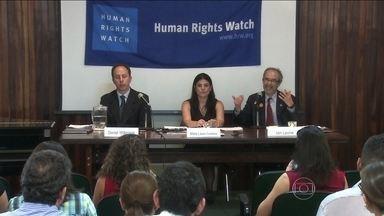 Relatório de Human Rights Watch critica situação de presídios no Brasil - De acordo com o relatório, a população carcerária no Brasil cresceu quase 30% nos últimos cinco anos. Hoje, são mais de 500 mil presos.