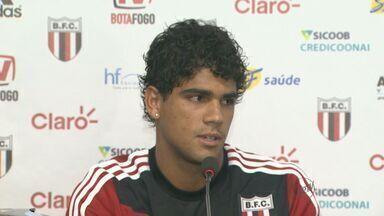 Botafogo enfrenta Ponte preta no Estádio Santa Cruz - Técnico Wagner Lopes realiza treinos secretos.