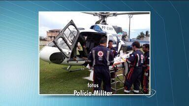Garoto cai de 'banana boat' e é resgatado por helicóptero no ES - Menino de 12 anos brincava com outras pessoas na boia quando se afogou.Brinquedo era puxado por uma lancha no mar de Piúma.