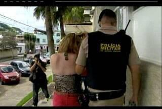 Filha de ex-prefeito de Juiz de Fora afirma que aplicou golpes, diz polícia - Tatiana Bejani foi presa nesta terça-feira (21) e prestou depoimento.Suspeita disse que vítimas foram inocentes e que golpe valeu a pena.