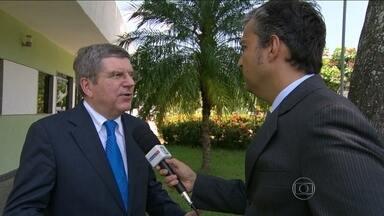 Presidente do COI comenta problemas provocados pelo acidente com trem da Supervia - O dirigente veio ao Rio para ver como estão as obras para as Olimpíadas. Ele ressaltou que o transporte é uma das principais preocupações das Olimpíadas.