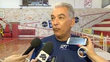 Luiz Zanon é apresentado no São José Basquete - Depois da saída de Edvar Simões, o técnico Luiz Zanon foi apresentado ao elenco do São José nesta quarta-feira.