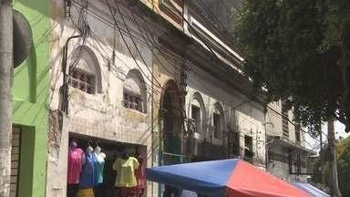Prefeitura promove ações para recuperação de fachadas no Centro de Manaus - Recuperação visual faz parte de plano do Instituto Municipal de Ordem Social e Planejamento Urbano; 159 endereços foram multados por irregularidades nas fachadas.