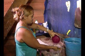 Moradores relatam que no bairro do Barreiro não há fornecimento de água regular - Problema já dura um ano, segundo os moradores.