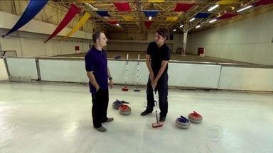 'Repórter numa fria': Kiko Menezes se arrisca no curling - Esporte foi o terceiro mais visto durante os Jogos de Vancouver 2010.