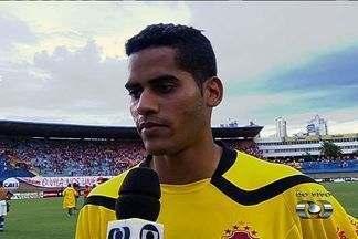 Toni comenta bela atuação em clássico contra o Goiás - Goleiro foi um dos destaques no empate do Vila Nova por 0 a 0.