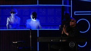 Daft Punk é o grande vencedor do Grammy 2014 - A dupla francesa ganhou cinco prêmios na cerimônia. A jovem cantora Lorde levou dois prêmios muito cobiçados: o de música do ano e melhor performance pop solo.