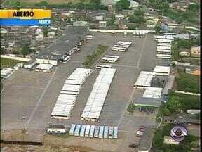 Trânsito: maioria dos ônibus do transporte público de Porto Alegre continuam nas garagens - Greve dos rodoviários continua nesta terça-feira.