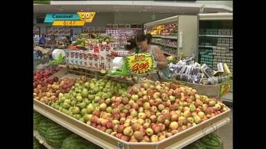 Calor pede mais cuidado com os alimentos - No caso das frutas é bom comprar em menor quantidade e com mais frequência.