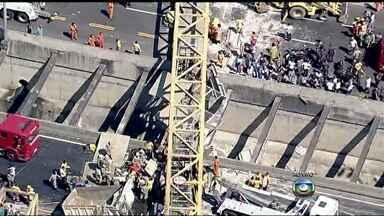 Três mortes são confirmadas em queda de passarela - A informação de que três pessoas morreram e três estão feridas foi confirmada pelas autoridades do Rio de Janeiro. Uma passarela caiu na Linha Amarela.