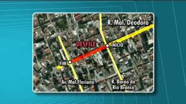 Desfile das escolas de samba será na Marechal Deodoro - Psyco Carnival e apresentações do Bloco Garibaldis e Sacis também mudam de endereço.