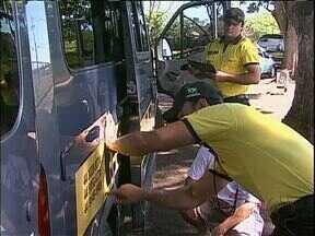 Veículos que transportam alunos em Maringá precisam passar por vistoria - Quem contrata o serviço tem como avaliar se o veículo foi vistoriado.