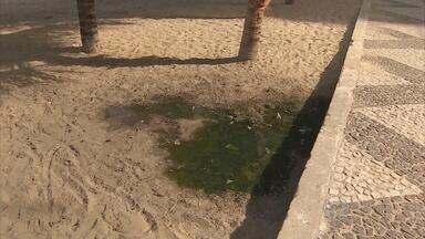 Moradores e turistas reclamam de vazamento de esgoto em área na beira-mar de Jaboatão - Prefeitura diz que problema deve ser resolvido até o fim de fevereiro.