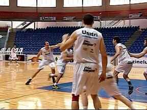 Uberlândia viaja a Montevidéu para disputa da Liga das Américas de basquete - Mineiros disputam competição pela primeira vez. Estreia é na quinta-feira, contra o Leones de Ponce, de Porto Rico