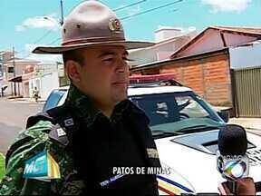 Cascalho é extraído para pavimentar área rural em Patos de Minas - Denúncia foi feita sobre retirada de cascalho com caminhões da Prefeitura.Tenente da PM informou que órgão público está apto a realizar o serviço.