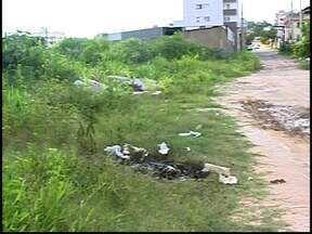 Moradores do Bairro Sidil reclamam de obra paralisada em Divinópolis - Obras de drenagem fluvial foram interrompidas e causaram transtornos. Prefeitura informou que os serviços serão retomados em fevereiro.