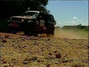 Pilotos do rally Transparaná passaram por Campo Mourão - O percurso foi cheio de novidades